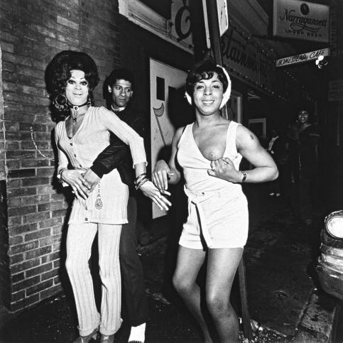 Jeffrey Silverthorne Female Impersonators, Chili con Carne Rhonda Jewels and friend 1972-1974 © Jeffrey Silverthorne, courtesy Galerie Vu